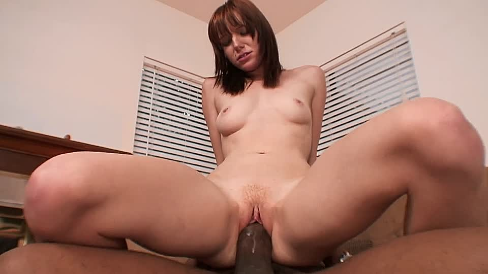 Teen schluckt schwarzes Sperma
