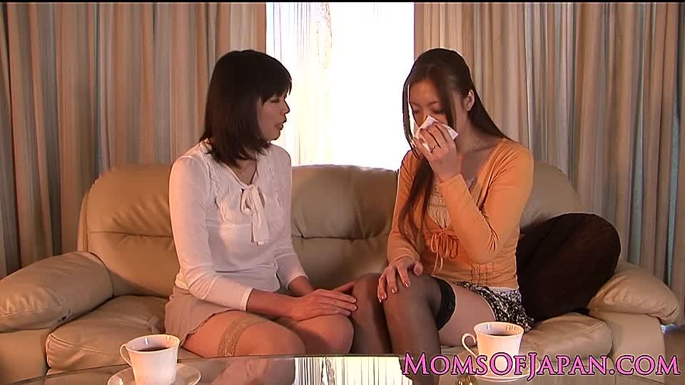 Japanisch Mädchen Lesbisch Küssen