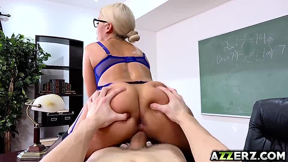 Reife Blondine Lehrerin Große Titten